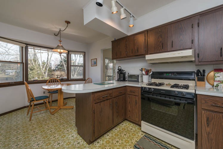 Additional photo for property listing at Simple Shelter Island With Beach And Mooring  Shelter Island, New York
