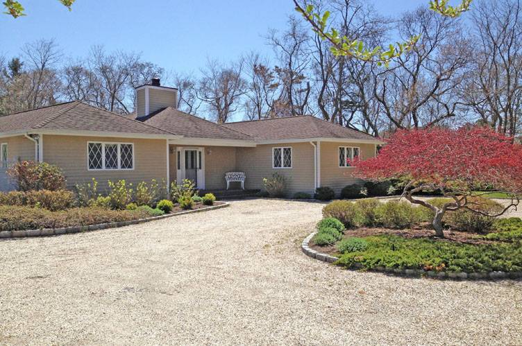 Additional photo for property listing at Centrally Located In Quogue South  Quogue, 纽约州