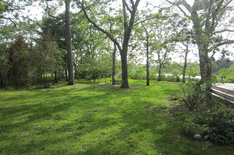 Additional photo for property listing at Southampton Pondfront Cottage  Southampton, Nueva York