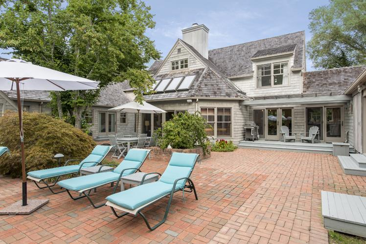 Additional photo for property listing at Sag Harbor Retreat  Sag Harbor, New York