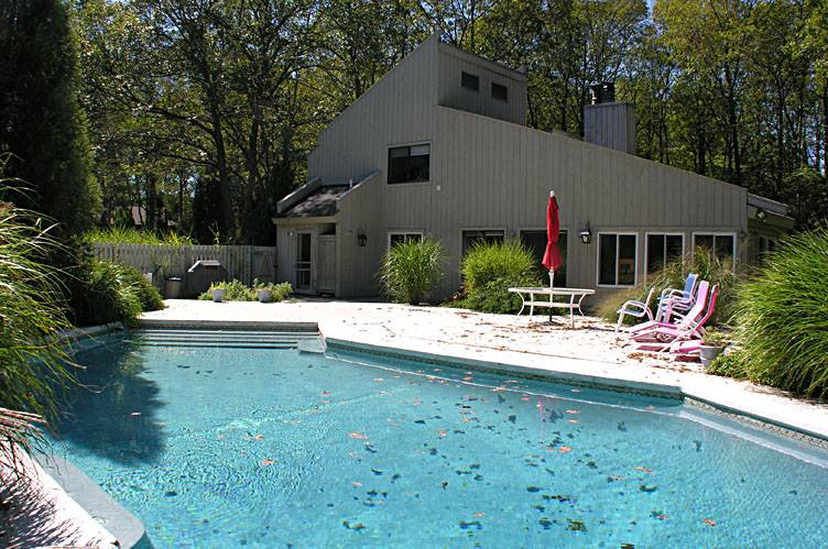 Additional photo for property listing at Shelter Island Contemporary With Pool  Shelter Island, Nueva York