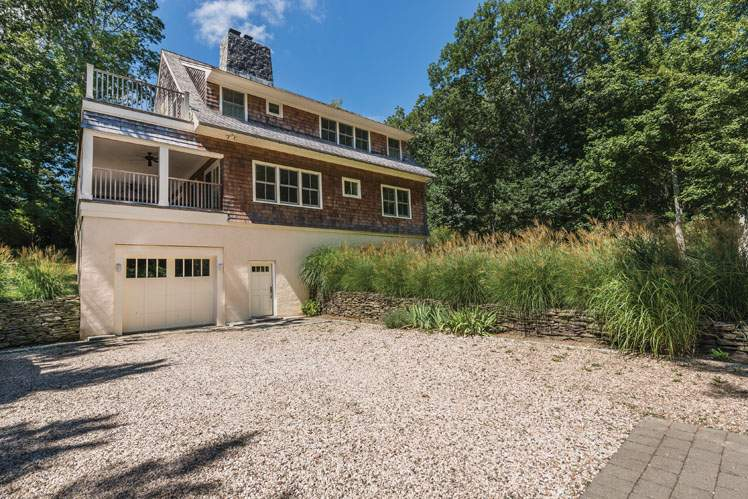 Additional photo for property listing at Ram Island Traditional  Shelter Island, Nueva York