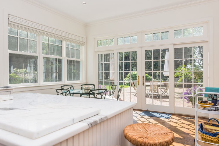 Additional photo for property listing at Stunning Shelter Island Water View With Pool And Tennis  Shelter Island, New York