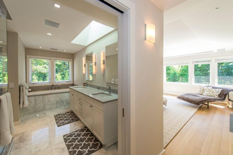 Additional photo for property listing at Brand New Water-View House With Pool  Sag Harbor, New York