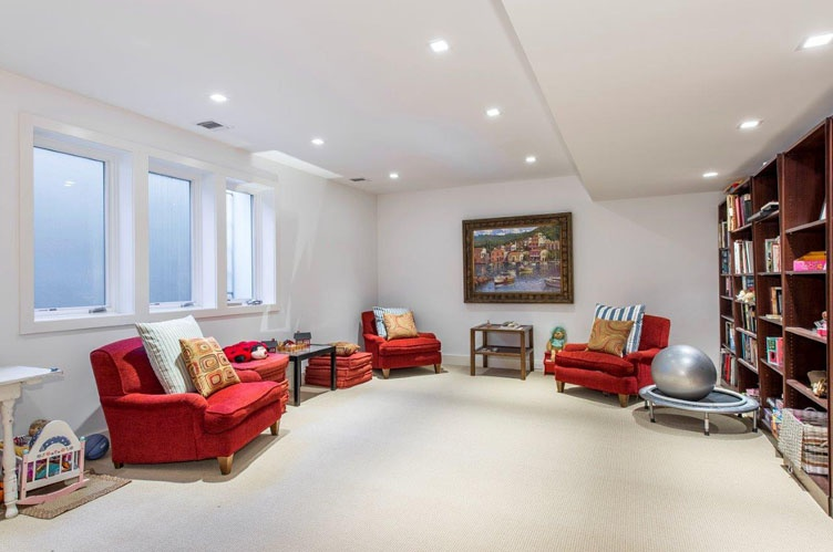 Additional photo for property listing at Brand New Water-View House With Pool  萨格港, 纽约州