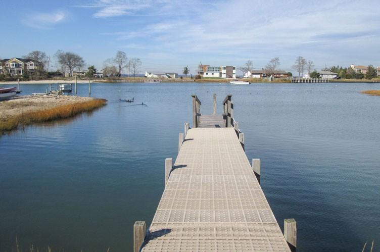Additional photo for property listing at Serene Waterfront Living  Southampton, New York