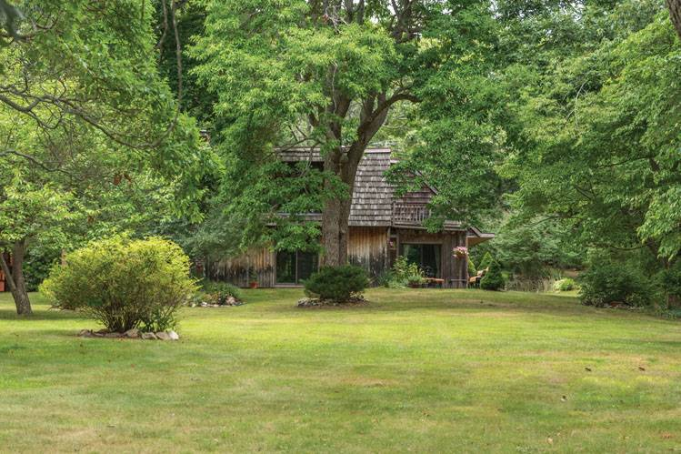 Additional photo for property listing at 13 Tuthill Dr - 26 S. Ram Island Drive  Shelter Island, New York