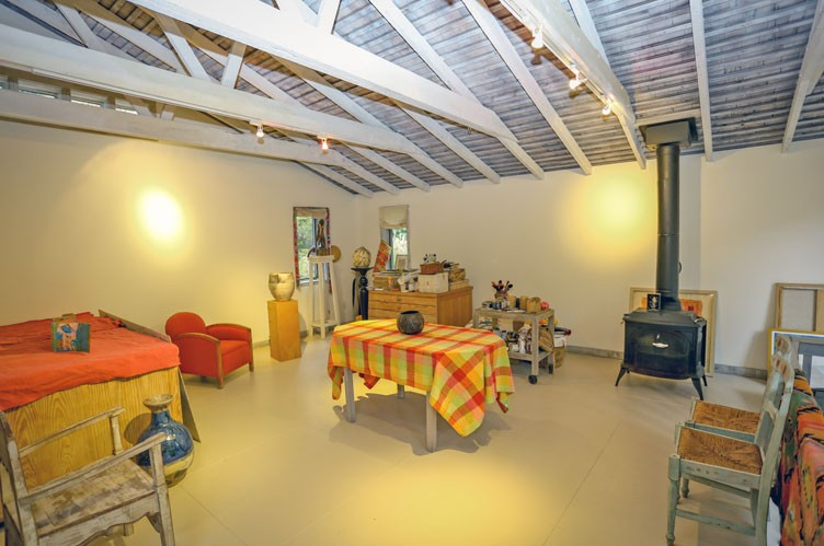 Additional photo for property listing at Unique Barn Residence And Studio  西安普敦, 纽约州