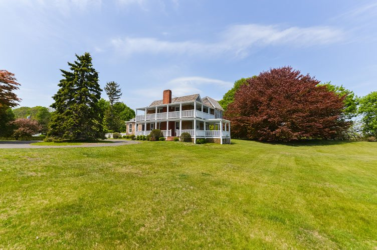 Additional photo for property listing at Turn Of The Century Shelter Island Waterfront  Shelter Island, New York