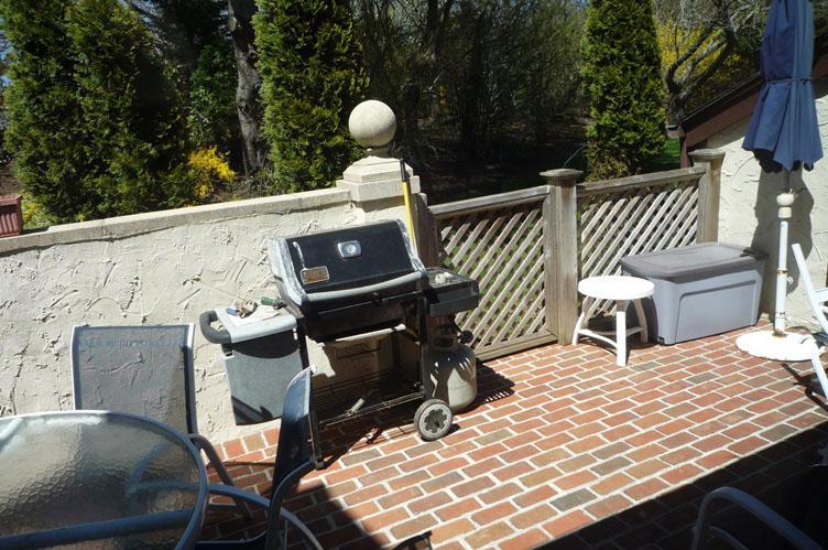 Additional photo for property listing at Southampton Village Condo  Southampton, New York