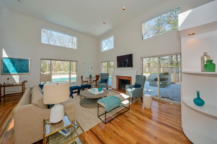 Additional photo for property listing at East Hampton Chic Contemporary  East Hampton, Nueva York