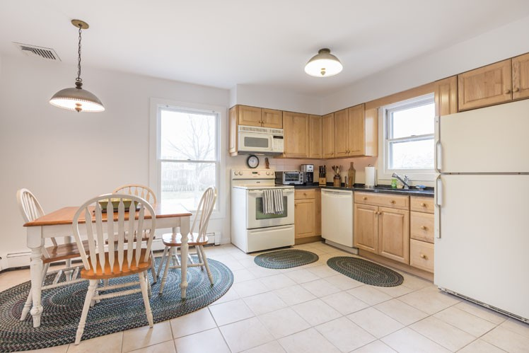 Additional photo for property listing at Great Southampton Village Location  Southampton, Nueva York