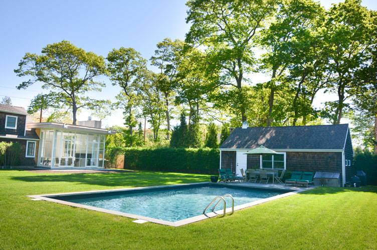 Additional photo for property listing at East Hampton Traditional With Modern Interior And Heated Pool  东汉普顿, 纽约州