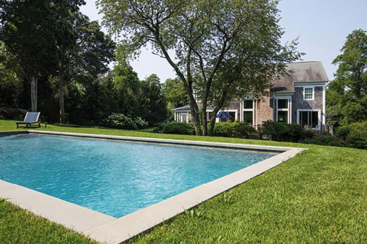 Casa Unifamiliar por un Alquiler en Shelter Island Tasteful Traditional With Pool Shelter Island, Nueva York