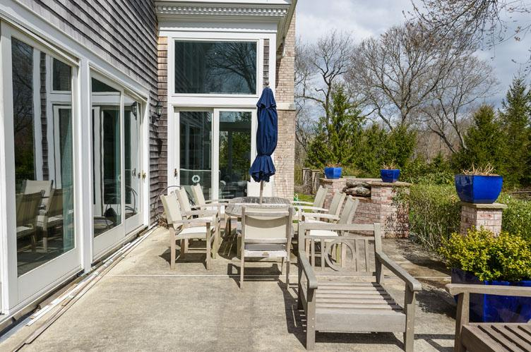 Additional photo for property listing at Shelter Island Tasteful Traditional With Pool  Shelter Island, Nueva York