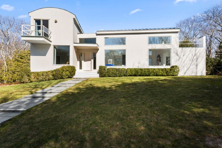 Additional photo for property listing at Stylish East Hampton Contemporary  East Hampton, New York