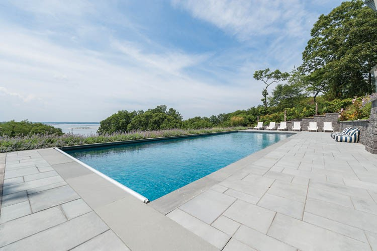 Casa Unifamiliar por un Alquiler en Shelter Island Heights Spacious Water View With Pool Shelter Island Heights, Nueva York