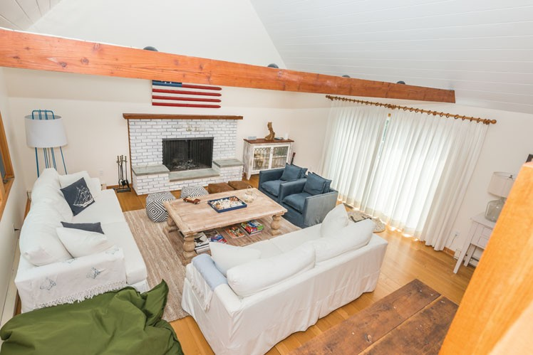 Additional photo for property listing at Shelter Island Heights Spacious Water View With Pool  Shelter Island Heights, Nueva York