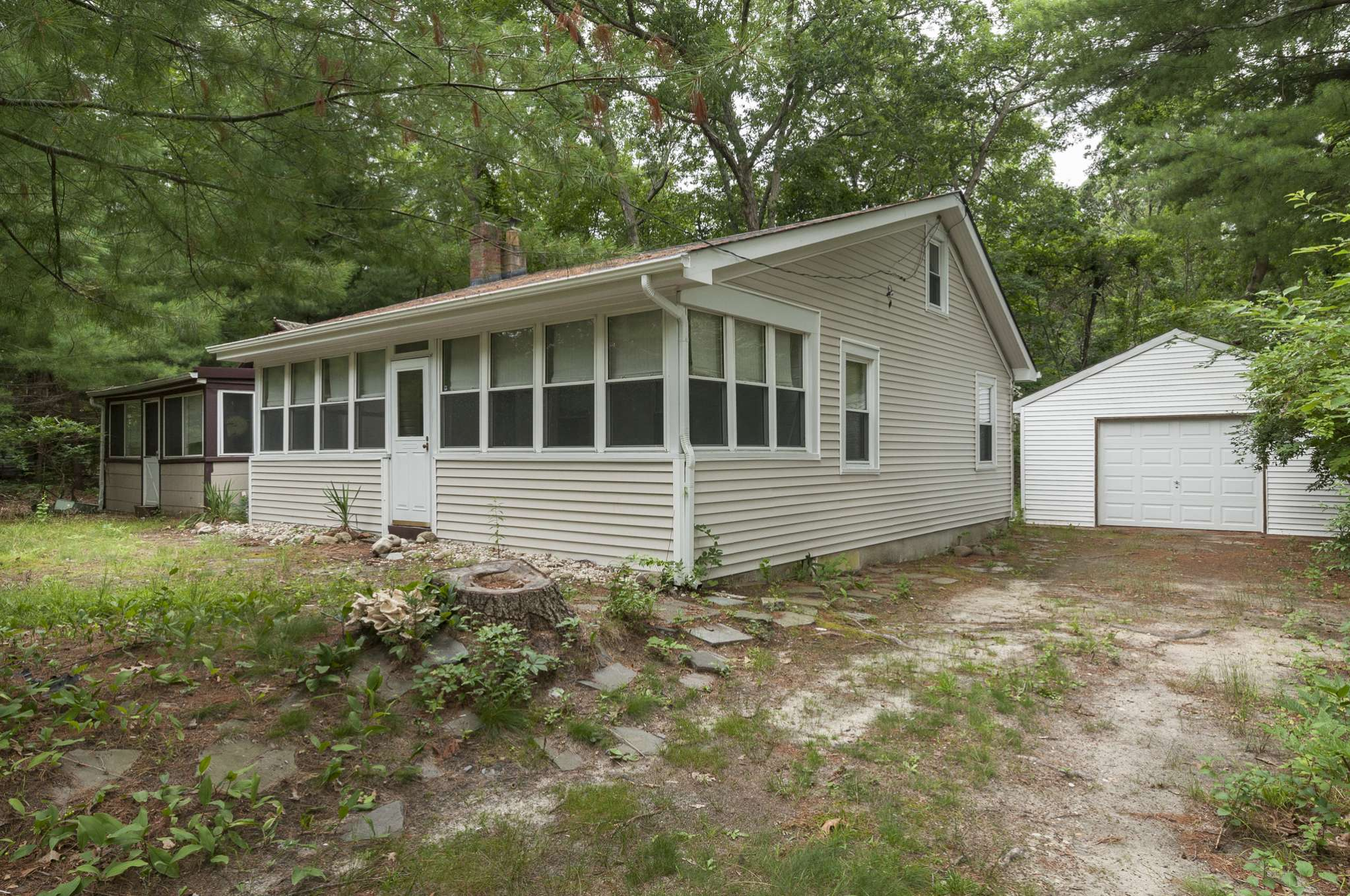 Single Family Home for Sale at Cottage Charm In Bayview Oaks 26 Oak Grove Road, Southampton, New York