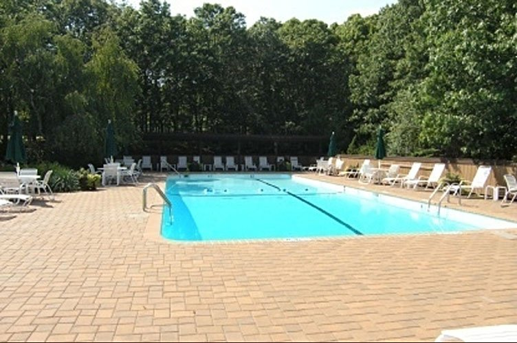 Additional photo for property listing at Newly Renovated East Hampton Condo  East Hampton, New York