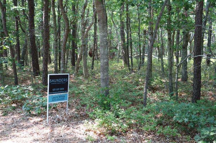 Land for Sale at Rare Vacant Lot Wainscott, New York