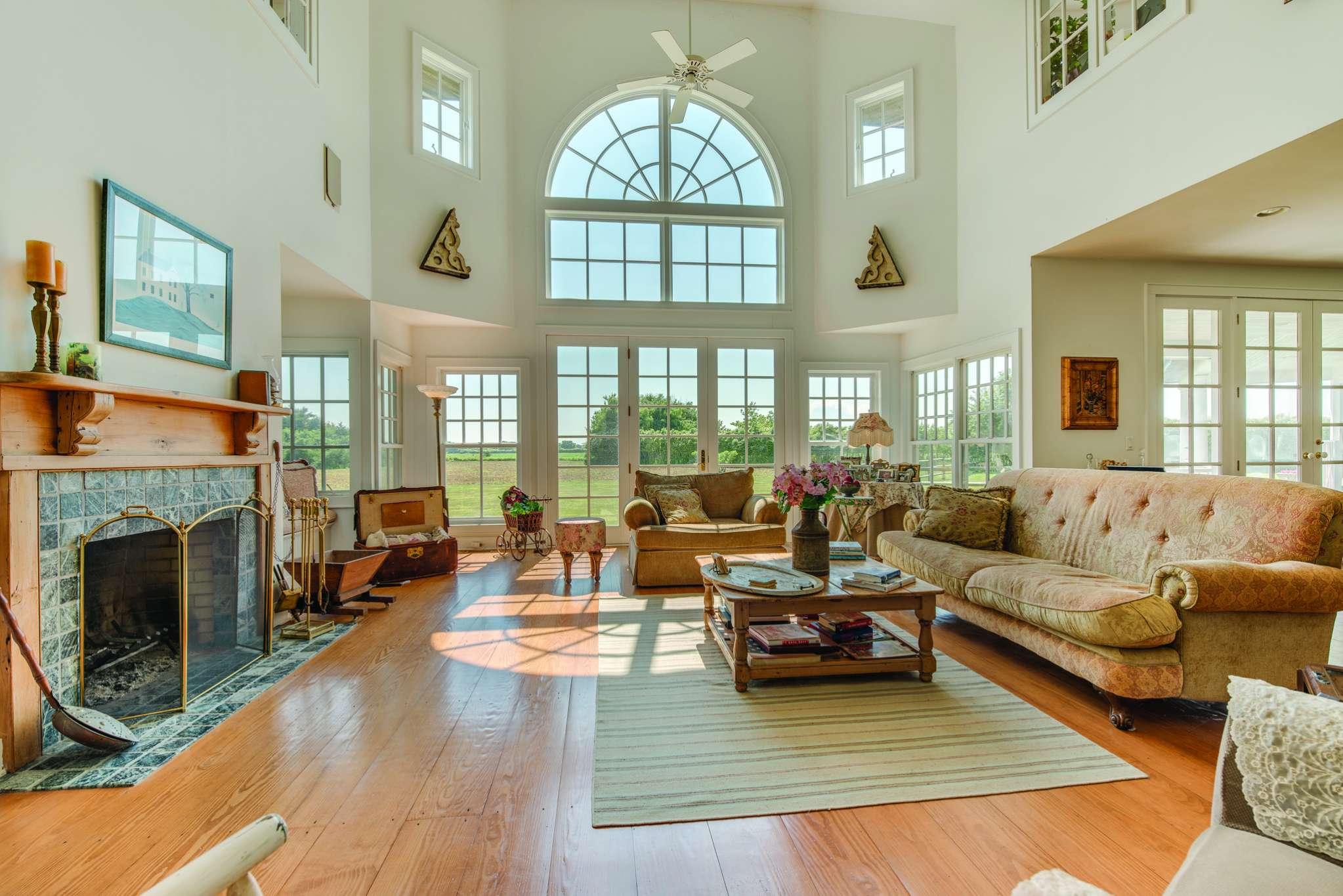 Additional photo for property listing at Prestigious Ocean Road Rental  Bridgehampton, Nueva York