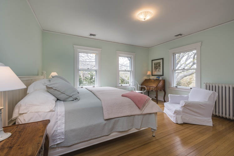 Additional photo for property listing at Updated For 2016 - Original Hildreth Farmhouse  Sagaponack, Nueva York