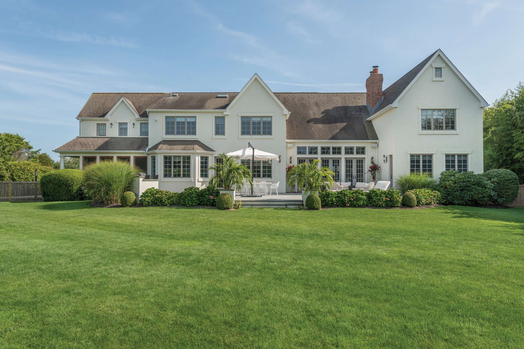 Casa Unifamiliar por un Alquiler en Bridgehampton Two Blocks From The Beach 160 Meadowlark Lane, Bridgehampton, Nueva York