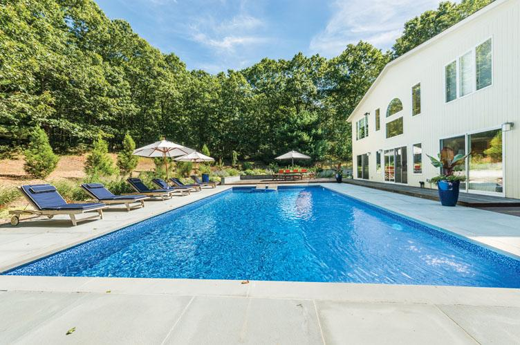 Additional photo for property listing at Contemporary Near Bay Beach  East Hampton, New York