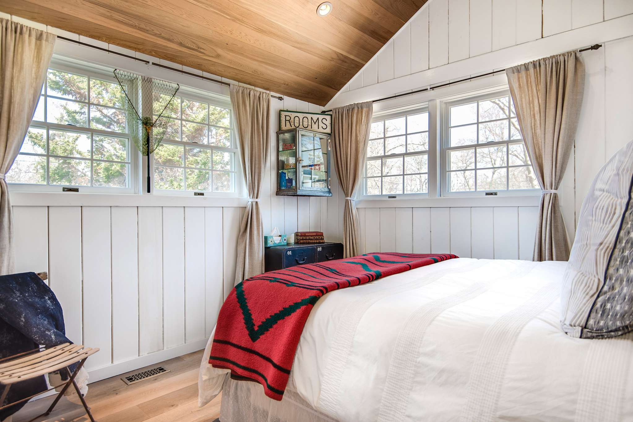 Additional photo for property listing at Beautifully Renovated Sag Harbor Cottage, Near Bay  萨格港, 纽约州
