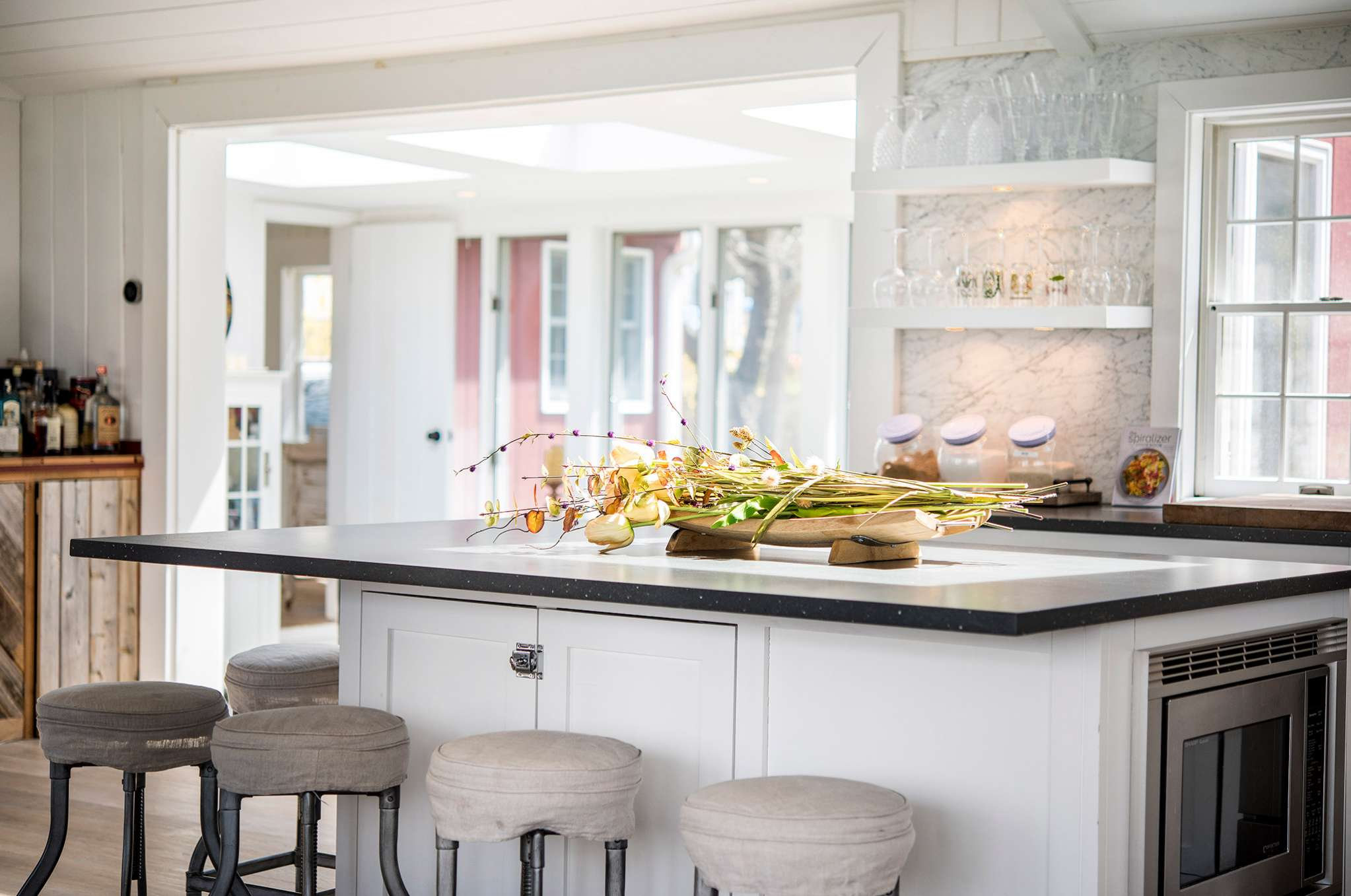 Additional photo for property listing at Beautifully Renovated Sag Harbor Cottage, Near Bay  Sag Harbor, New York