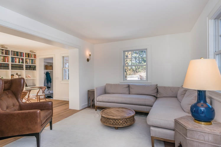 Additional photo for property listing at Shelter Island Country Home With Carriage House And Pool  Shelter Island, Nueva York