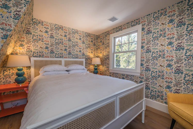 Additional photo for property listing at Shelter Island Country Home With Carriage House And Pool  Shelter Island, New York