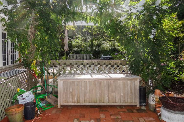 Additional photo for property listing at Sag Harbor Village Charm  Sag Harbor, New York