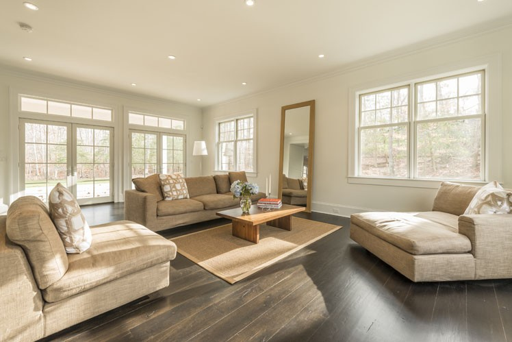 Additional photo for property listing at Amagansett Traditional  Amagansett, New York