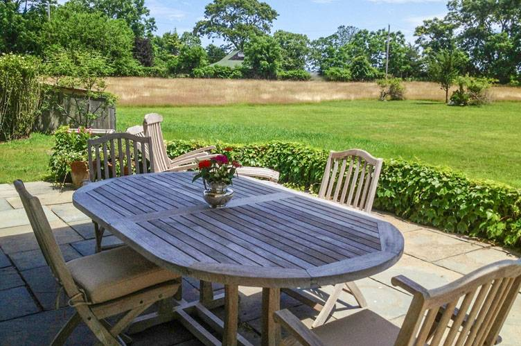 Additional photo for property listing at East Hampton Barn Style With Pool  东汉普顿, 纽约州