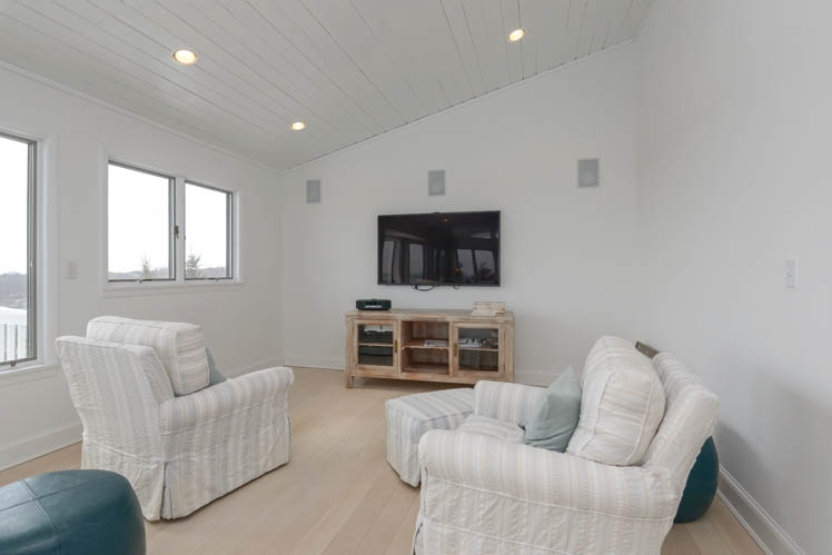 Additional photo for property listing at Oceanview Gem!  Montauk, Nueva York