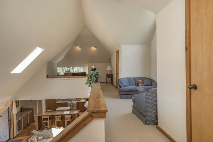 Additional photo for property listing at Shelter Island Contemporary With Pool  Shelter Island, New York