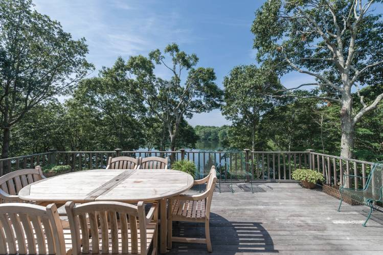 Additional photo for property listing at Shelter Island Hidden Waterfront Traditional  Shelter Island, Nueva York