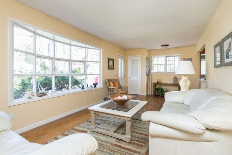 Additional photo for property listing at Sag Harbor Rental, Close To Bay Beach  Sag Harbor, New York