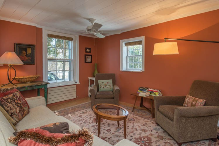 Additional photo for property listing at Historic Shelter Island Within Close Proximity To Sandy Beach  Shelter Island, Nueva York