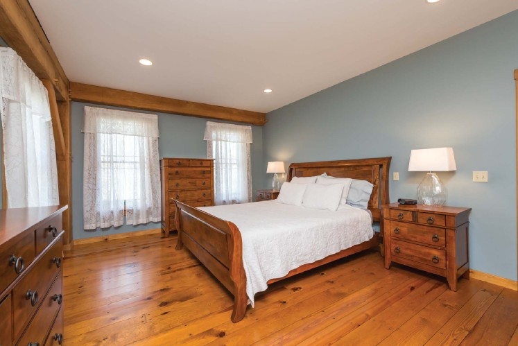 Additional photo for property listing at Spacious In Water Mill  Water Mill, New York