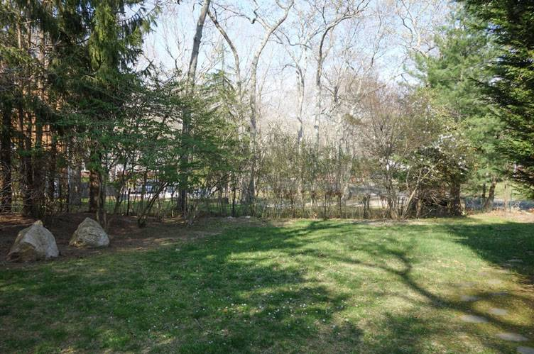 Additional photo for property listing at Clean And Simple Ranch  东汉普顿, 纽约州