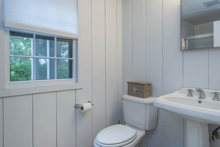 Additional photo for property listing at Stylish Water Mill Barn  Water Mill, Nueva York