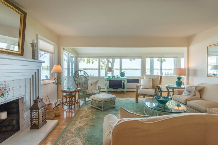 Additional photo for property listing at Sunny Shelter Island Beach House With Dock  Shelter Island, New York