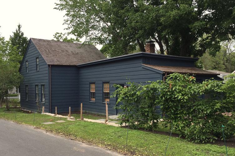 Additional photo for property listing at Sag Harbor Village Whaling Cottage  Sag Harbor, New York