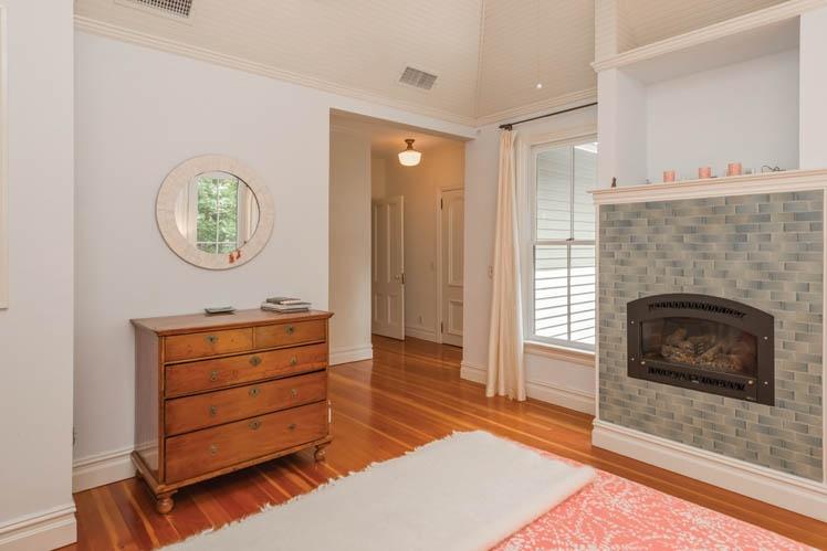 Additional photo for property listing at Distinctive Shelter Island Heights Gem  谢尔顿岛, 纽约州