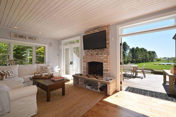 Casa Unifamiliar por un Alquiler en Wainscott South Compound - Main House & Separate Guest Cottage Wainscott, Nueva York