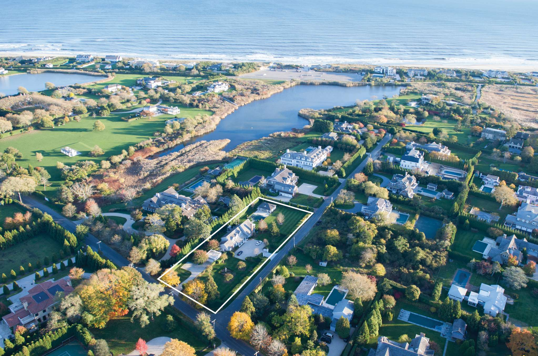 Additional photo for property listing at Southampton Estate Section Elegance 100 Meadowmere Lane,  Southampton, Nueva York