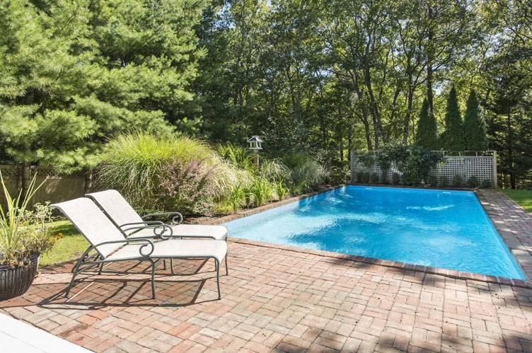 Additional photo for property listing at Chic, Modern East Hampton, Near Northwest Rental  East Hampton, New York